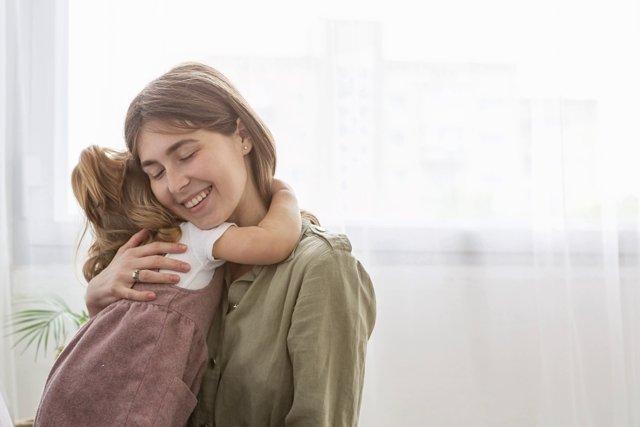 Объятия с ребенком